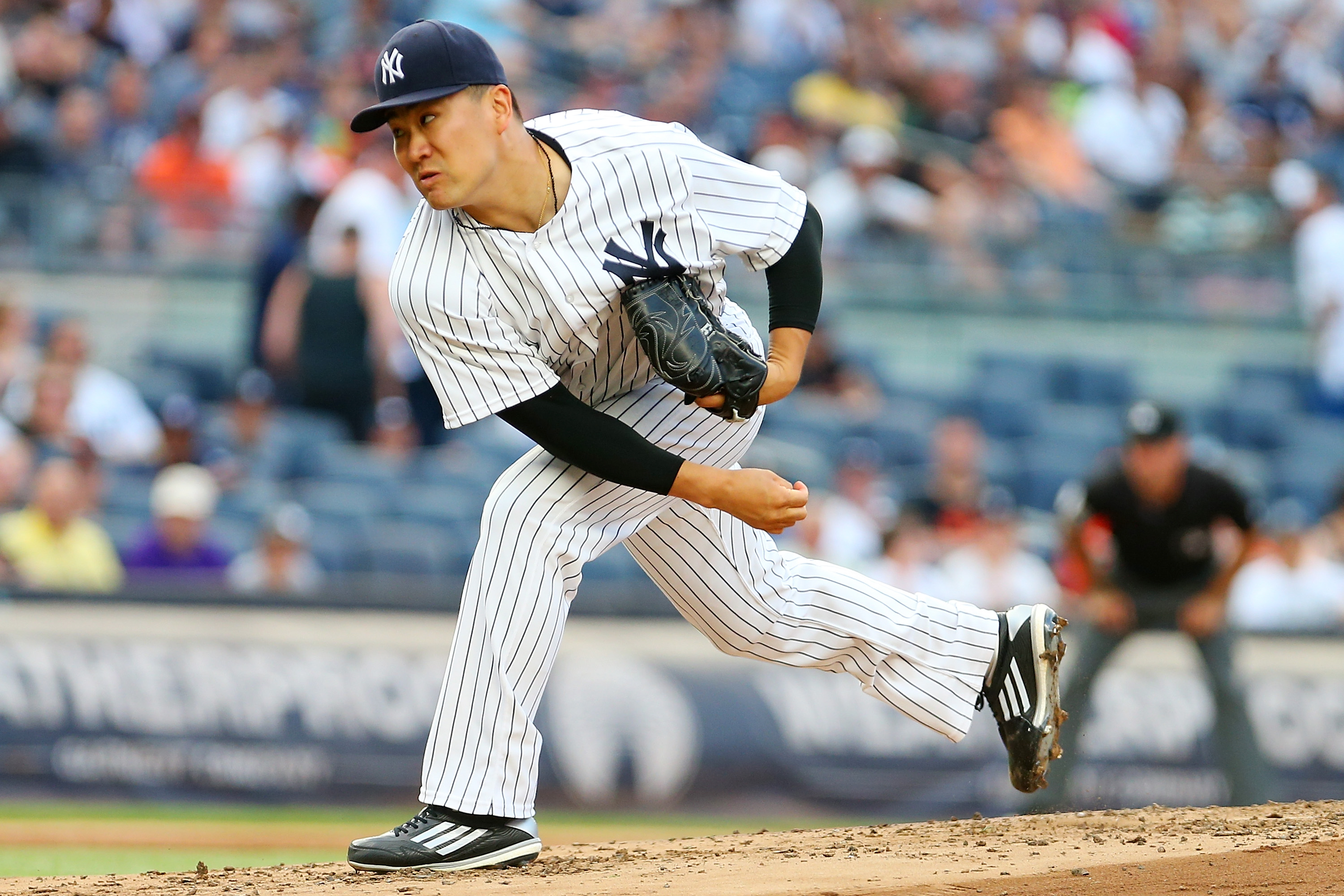 NEW YORK, NY - JULY 22: Masahiro Tanaka #19 of the New York Yankees pitches in the second inning gainst the San Francisco Giants at Yankee Stadium on July 22, 2016 in the Bronx borough of New York City. (Photo by Mike Stobe/Getty Images)