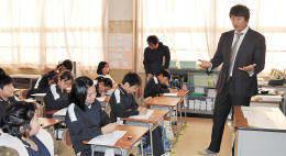 元大リーガー・マック鈴木さん 小学校で授業 :: 河北新報