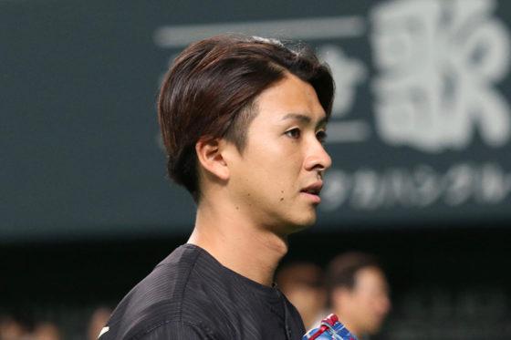 来季から背番号「15」への変更が発表された日本ハム・上沢【写真:石川加奈子】