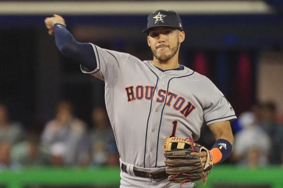 左手親指の靭帯損傷で6~8週間離脱することになったカルロス・コレア【写真:Getty Images】