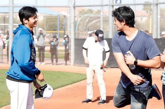 日本ハム・大谷翔平(左)とドジャース・ダルビッシュ有【写真:田口有史】