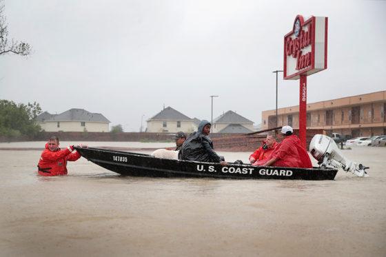 大型ハリケーン「ハービー」が上陸したヒューストンでは街中が冠水した【写真:Getty Images】