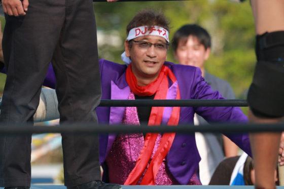 鎌ケ谷で人気の謎の二刀流キャラクター「DJチャス。」