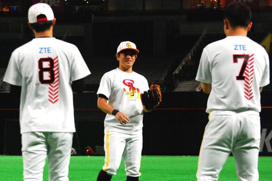 鷹祭ユニフォームを着用するソフトバンクの選手たち【写真:藤浦一都】