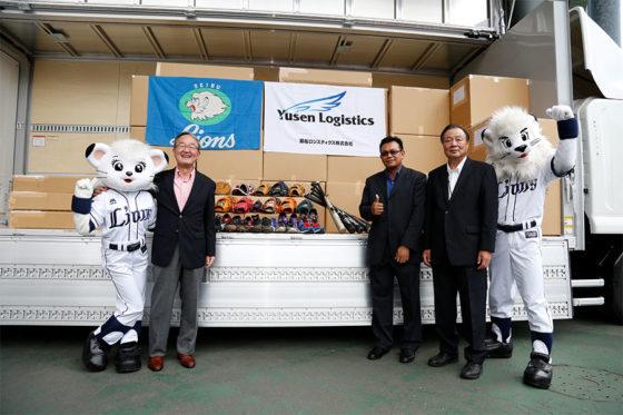 株式会社西武ライオンは2013年から「LIONS BASEBALL FOR THE WORLD 野球用具寄付プロジェクト」に取り組んでいる【写真提供:埼玉西武ライオンズ】