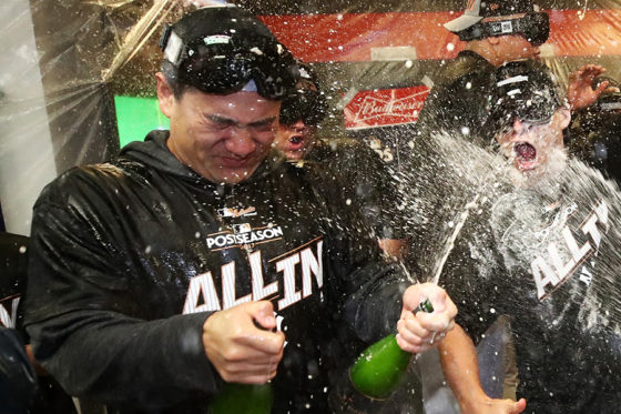 シャンパンファイトで歓喜するヤンキース・田中将大【写真:Getty Images】