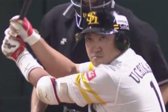 3回に本塁打を放ったソフトバンク・内川【写真:(C)PLM】
