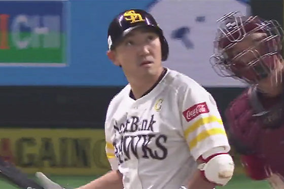 CS史上初の4戦連続本塁打を放った内川聖一【画像:(C)PLM】