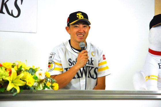 MVPに選出されたソフトバンク・内川【写真:藤浦一都】