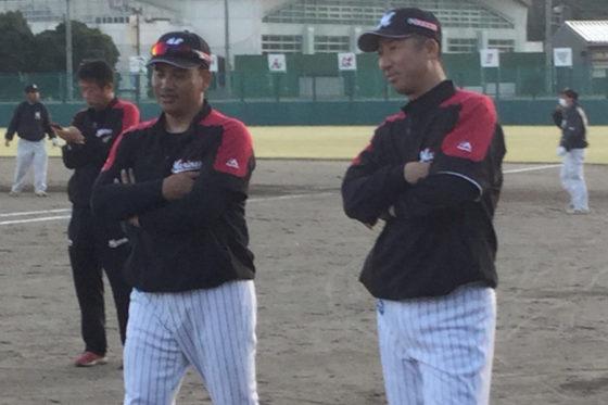 ロッテ・井口監督(左)と今岡2軍監督(右)【写真:細野能功】