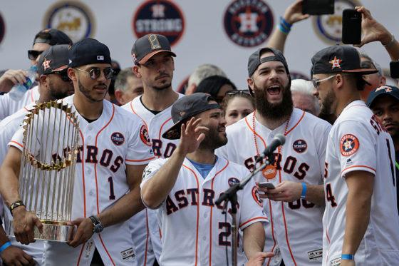 ヒューストンで優勝パレードを行ったアストロズの選手たち【写真:Getty Images】