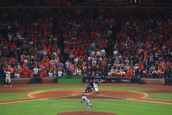 「ファン最優秀捕球」はWS第5戦での出来事…【写真:Getty Images】
