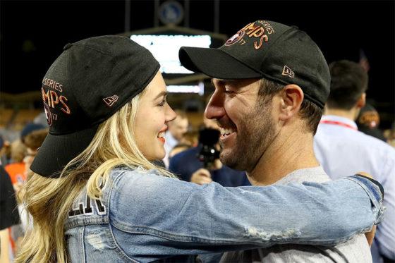 WS制覇の喜びを分かち合う婚約者のケイト・アプトン(左)とバーランダー【写真:Getty Images】