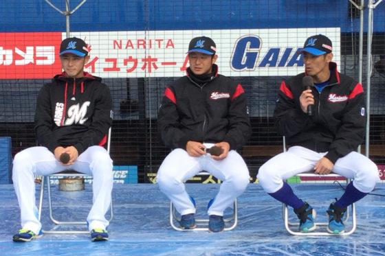 ファン感謝デー「謎の魚トーク」に参加したロッテ平沢、吉田、荻野(左から)【写真:細野能功】