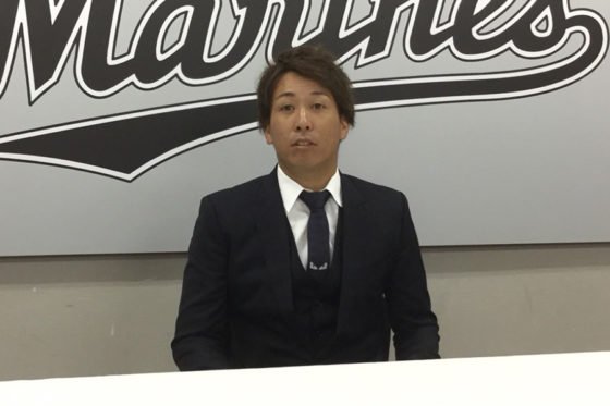 契約更改に臨んだロッテ・益田直也【写真:細野能功】