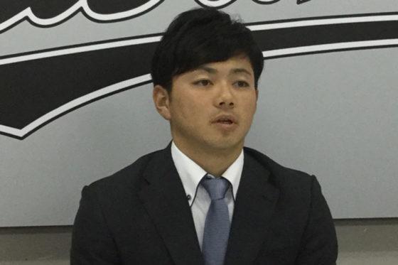 契約更改に臨んだロッテ・成田翔【写真:細野能功】