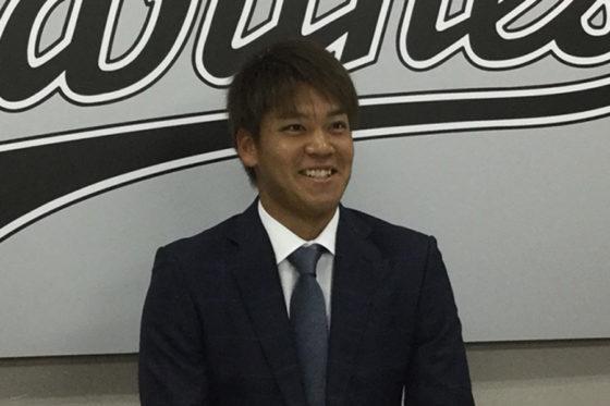 契約更改に臨んだロッテ・佐々木千隼【写真:細野能功】