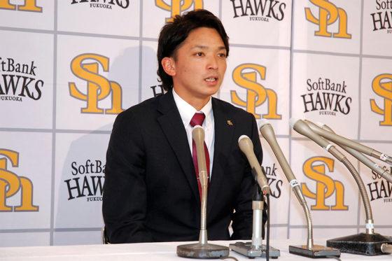 契約更改に臨んだソフトバンク・東浜巨【写真:藤浦一都】