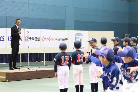 子供たちの「R.Y.U.S.E.I.」ステップに笑みを浮かべるイチロー【写真:中村彰洋】