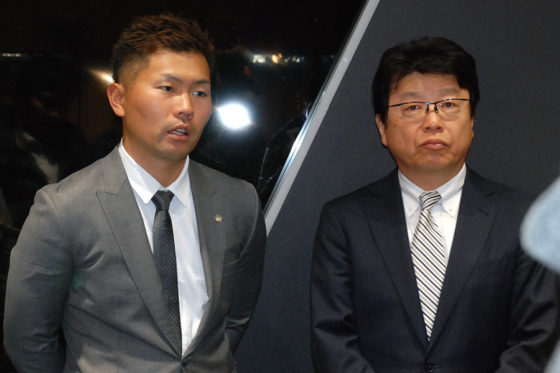 ソフトバンク・中村晃と北村晴男弁護士【写真:藤浦一都】
