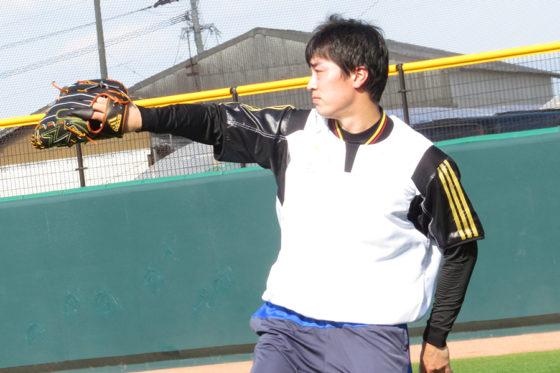 「HAWKS ベースボールパーク筑後」で自主トレを行った和田【写真:福谷佑介】