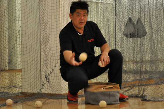 「N's method」で野球の指導を行う中村紀洋氏【写真:(C)PLM】