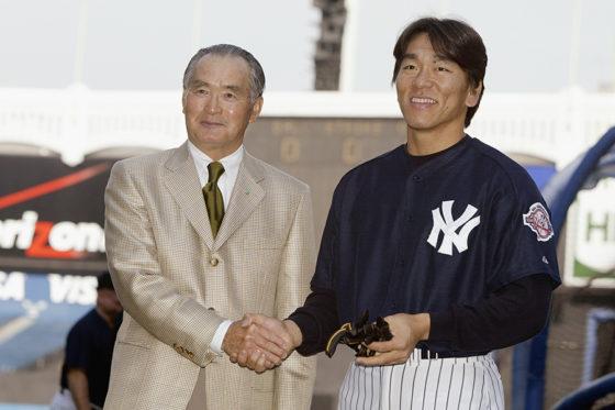 2003年には、ヤンキース入りを果たした松井氏を長嶋氏は激励していた【写真:Getty Images】