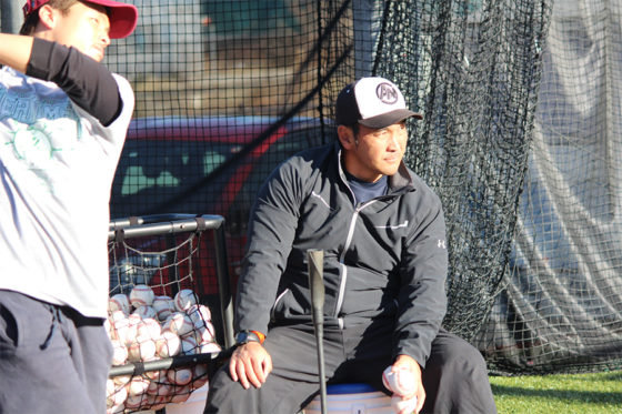「AttaBoy Baseball 根鈴道場」で指導する根鈴雄次氏【写真:広尾晃】