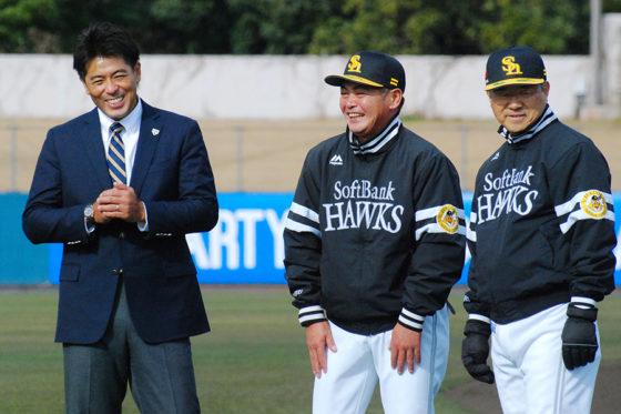 ソフトバンクのキャンプを視察した稲葉氏と工藤監督、達川コーチ(左から)【写真:藤浦一都】