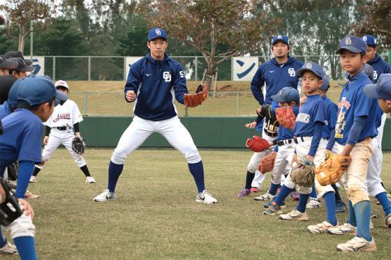 全体練習終了後には野球教室が開催された【写真:荒川祐史】