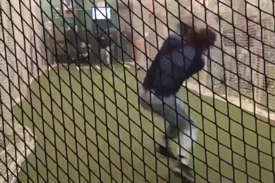コネチカット大のフィオーレ投手による好捕の瞬間(画像は動画のスクリーンショットです)