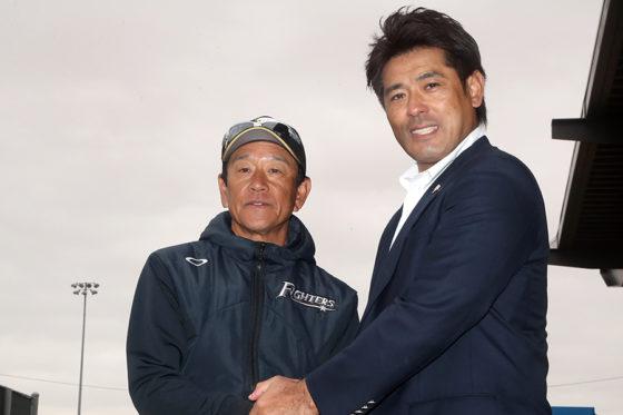 日本ハム・栗山監督とキャンプを視察した稲葉氏【写真:西山和明】