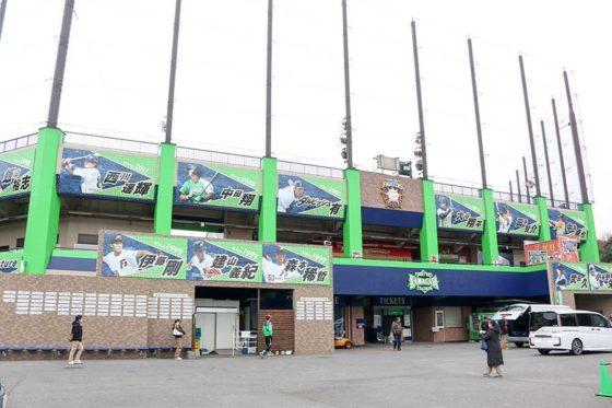 鎌ケ谷スタジアムで行うオープン戦の前売り券の発売が開始された【写真:石川加奈子】