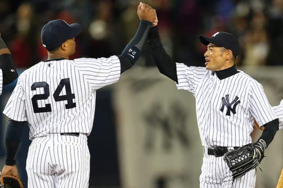 ヤンキース在籍時にチームメイトだったイチロー(右)とカノ【写真:Getty Images】