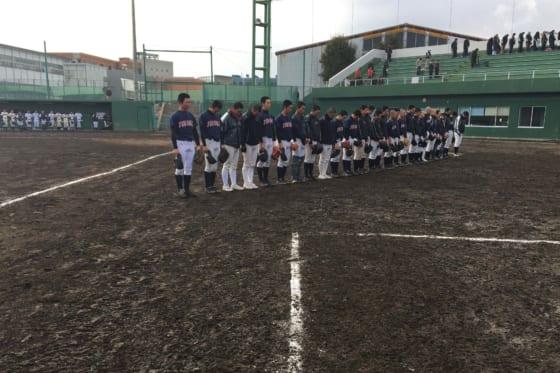 3月11日14時46分、練習試合を中断して黙祷する東北高校ナイン【写真:高橋昌江】