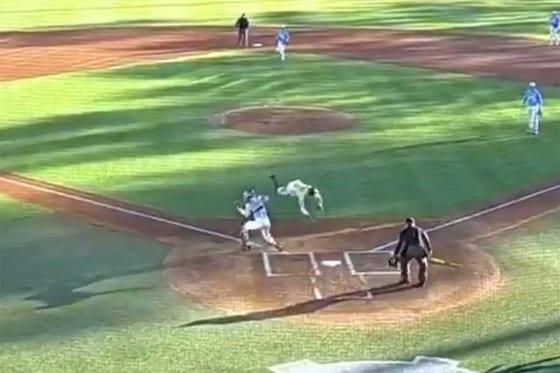 驚きの走塁を見せたピッツバーグ大のアモス選手(画像はスクリーンショットです)