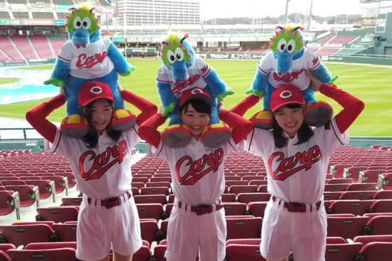 今季のホームランガールを務める(左から)隅田ちはるさん、大廻詩瑛さん、白石恵さん【写真:編集部】