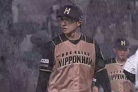 雨が降りしきる中、好投を続けた日本ハム・上沢【画像:(C)PLM】