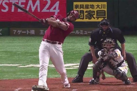 第11号となる本塁打を放った楽天・ペゲーロ【画像:(C)PLM】