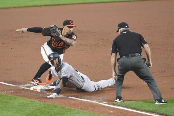 三塁を狙うも、惜しくもアウトとなったヤンキース・トーレス【写真:Getty Images】