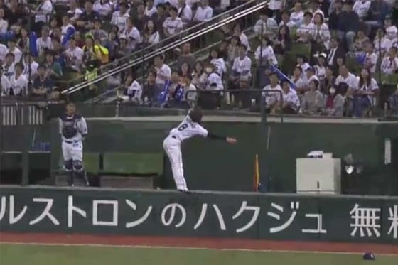 球場を沸かせる美技を見せた西武・金子侑【画像提供:(C)PLM】