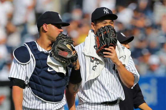 今季10勝目を挙げたヤンキース・田中将大(右)とゲーリー・サンチェス【写真:Getty Images】