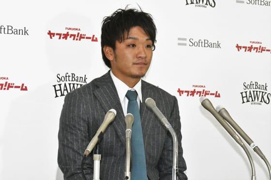 契約更改に臨んだソフトバンク・松田遼馬【写真:藤浦一都】