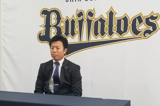 契約更改に臨んだオリックス・松葉貴大【写真:橋本健吾】