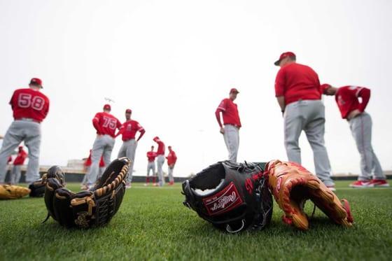 二刀流招待選手のジャレド・ウォルシュがブルペン入り(背番号75がウォルシュ)【写真提供:Angels Baseball】