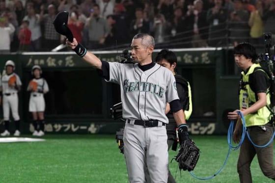 ファンの声援に手を振ったマリナーズ・イチロー【写真:Getty Images】