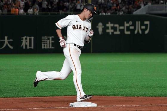 マリナーズ戦で本塁打を放った巨人・坂本勇人【写真:Getty Images】
