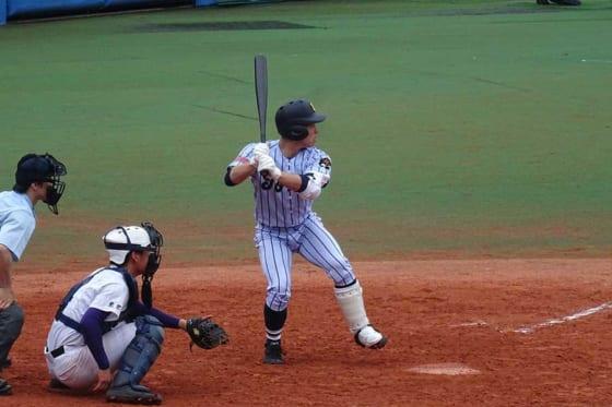 カウントを間違えた直後に本塁打を放った東海大菅生・渡辺【写真:編集部】