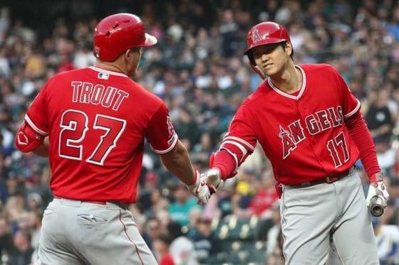 2者連続となる本塁打を放ったエンゼルス・大谷翔平(右)とマイク・トラウト【写真:Getty Images】