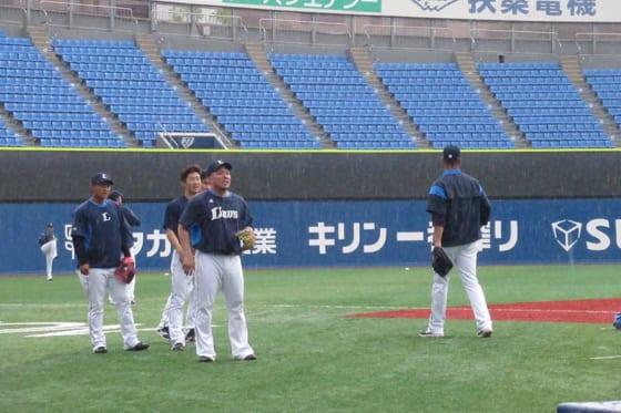 7日の横浜スタジマムでは、降雨で試合開催が危ぶまれるも無事に行われた【写真:安藤かなみ】